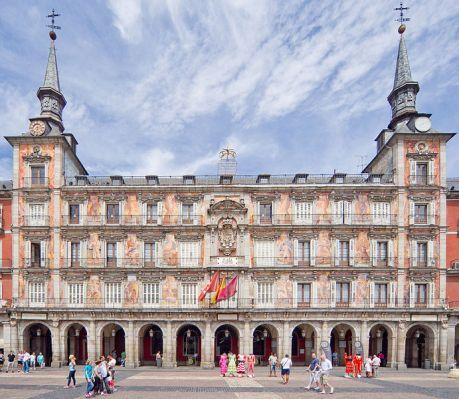 691px-Casa_de_la_Panadería,_Plaza_Mayor_Madrid