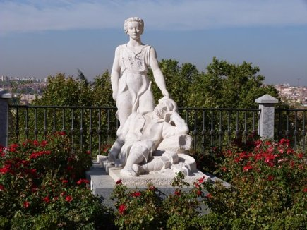escultura-junto-al-mirador