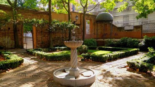Vista de la fuente y pérgola. Foto: Secretos de Madrid