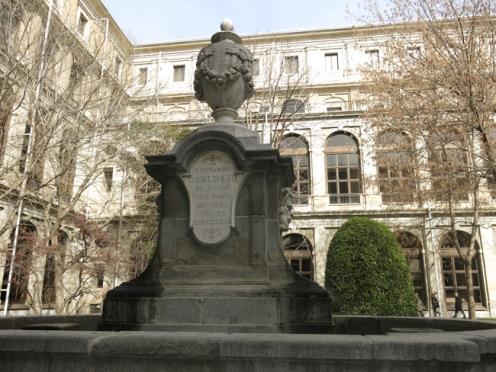 Fuente clásica. Jardín del Museo