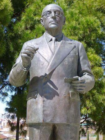 Monumento a Enrique Tierno Galván (detalle). Foto: Wiki2