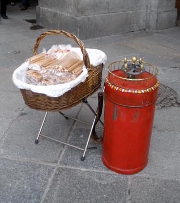 Equipo de barquillero en la Plaza Mayor. Foto: Wikipedia