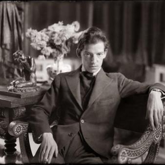 Joaquín Sorolla García (hijo) en un salón de la Casa Sorolla. Foto: blacknuba.wordpress.com